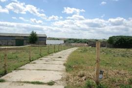 Panelova-cesta-v-areali-farmy
