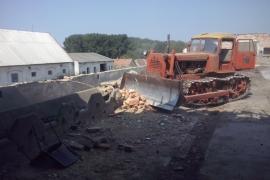 Na-rekonstrukciu-pouzivame-pasove-stroje-buldozery