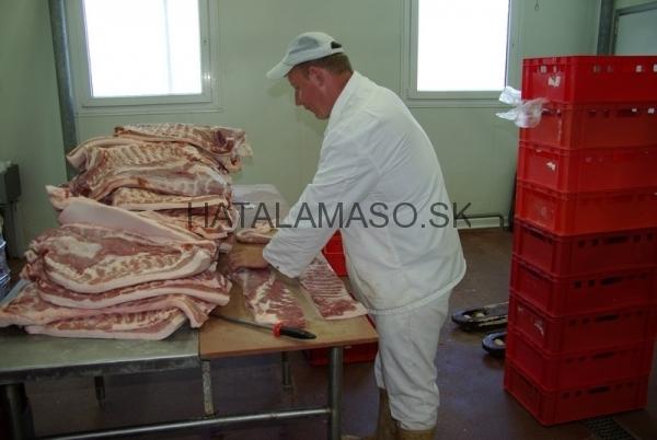 spracovanie-boku-na-udenie-bravcove-maso